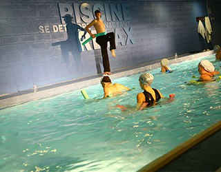 Cours d 39 aquafitness paris cmg sports club for Piscine club med gym